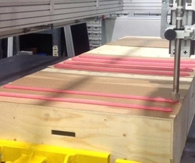 Automatic extrusion gun on X & Y table